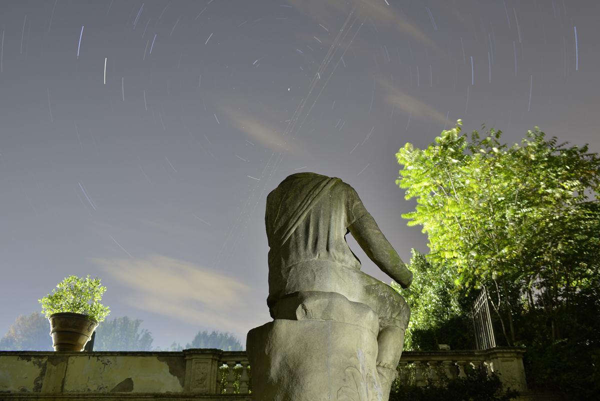 Statua acefala di spalle